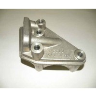 0ENGINE MOUNT BRACKET R/H LWR 1.8 F/L               KKU106150L